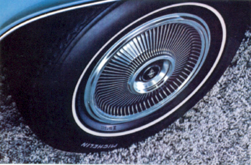 1971 Continental Mark III hubcap and wheel cover