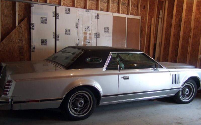 1978 Continental Mark V Pucci w/Full Vinyl roof in Black Cayman grain