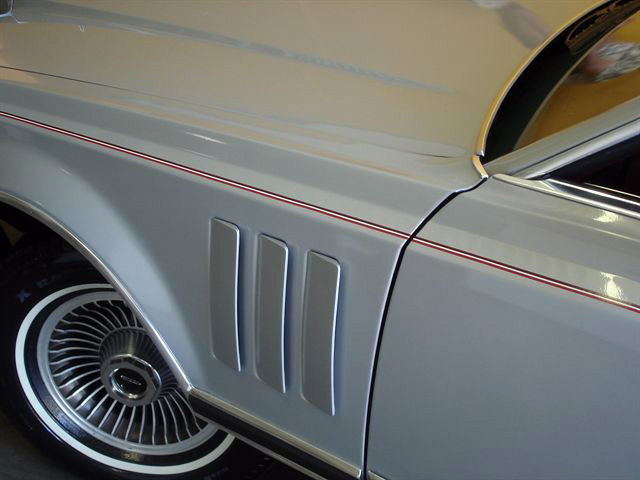 1978 Continental Mark V Pucci dark red accent stripes