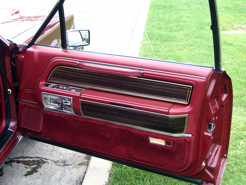 1980 Continental Mark VI Signature Series w/illuminated stowage bins in armrest