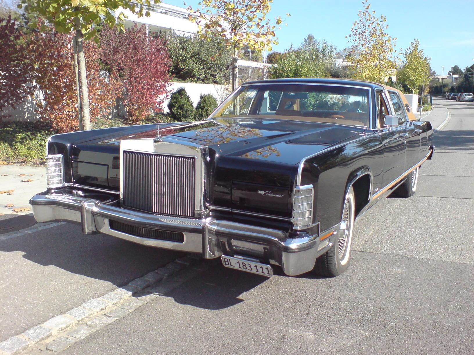 "1977 Lincoln Continental ""Town Car"""